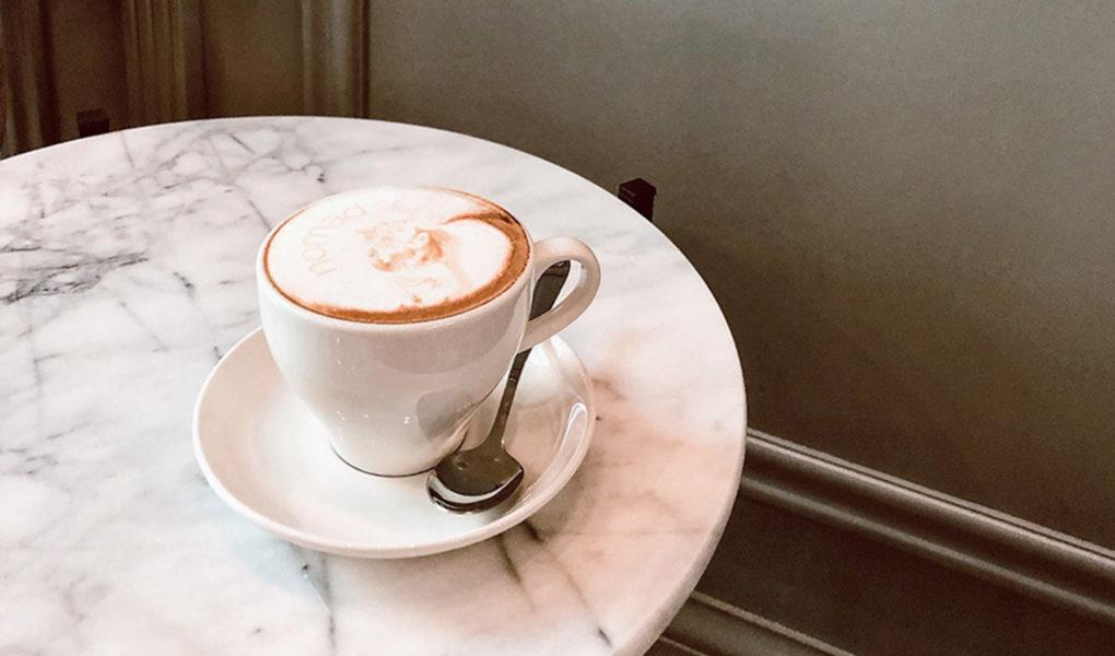 Selfieccino Pierwsze Spotkanie Z Bardzo Nieskromną Kawą