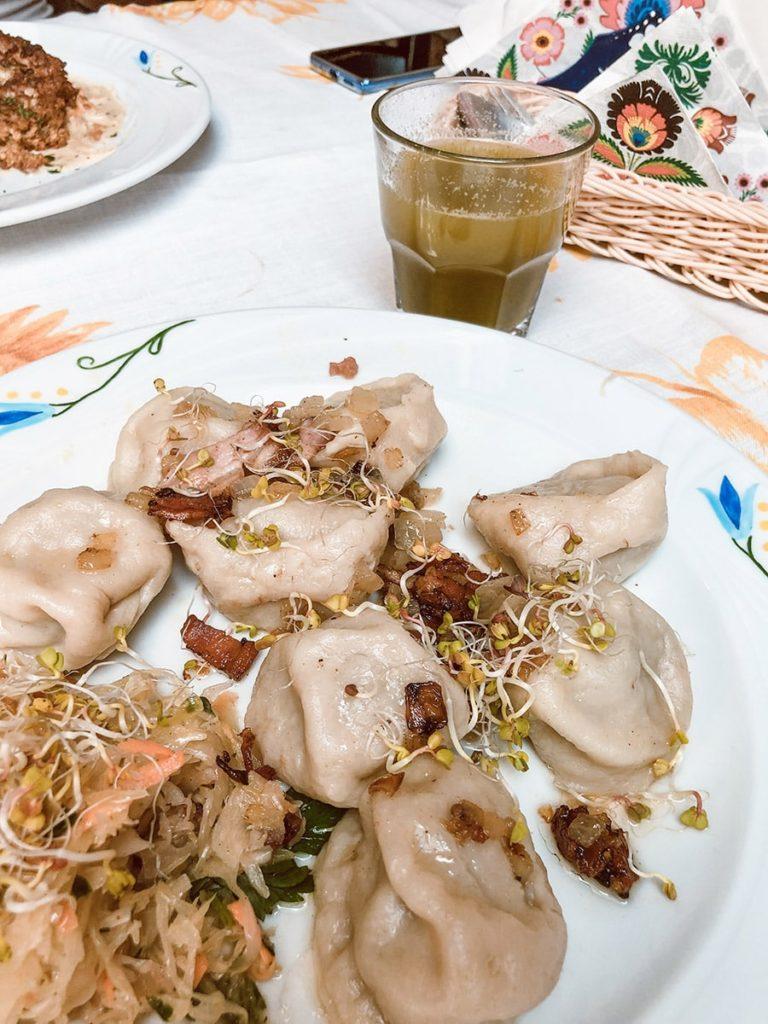 Olsztyn Restauracja Cudne Manowce warmińskie dzyndzałki z lemoniadą pokrzywową